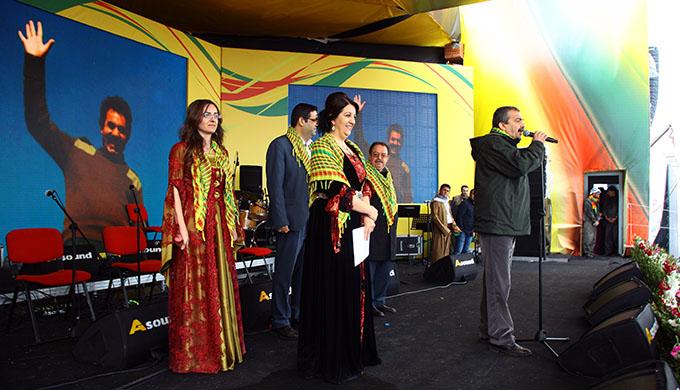Newroz 2015: Newrozbotschaft von Abdullah Öcalans wird auf dem Fest in Amed verlesen. | Foto: DIHA