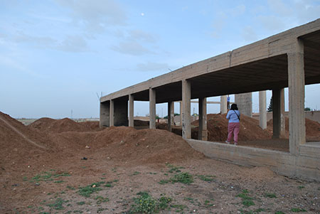 Eine Delegation von avahî besuchte mehrere Projekte in Nordsyrien. Im Kanton Cizîrê wird bald ein Gesundheitszentrum von ihnen errichtet werden. Foto: avahî